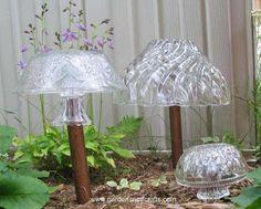 Garden Glass Mushrooms glass art, glass mushrooms, craft, garden glass, glass totem, garden inspir, garden totems, light, glass garden