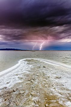✯ Lightning over the Great Salt Lake, Utah