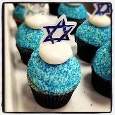 Vanilla and chocolate Hannukah cupcakes