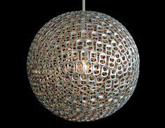 Luminária com anéis de latinhas
