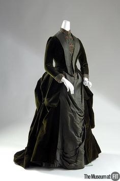 1888 ... Dress ... Designer: Mme. Arnaud ... Medium: Green silk velvet, green silk faille, multi-color beads and embroidery ... Country: France ... photo 2 cloth, bustl, 1880s, dress, arnaud, 1888, victorian fashion, museum, victorian era
