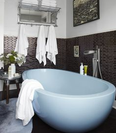 I fully approve of Neko Case's bathroom, particularly the tub.