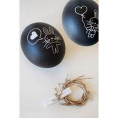 Chalkboard Eggs  #Easter #Eggs: 28 Decorating and Fun Ideas