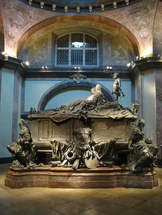 12 Emperors, 18 Queens, and 113 other members of the Hapsburg royal family are interred in the Imperial Crypt (Capuchin Crypt) in Vienna.  The Crypt holds 105 metal sarcophagi, but also silver urns to preserve embalmed hearts and stomachs.  A must see in Vienna!