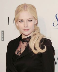 Avril Lavigne without heavy eye makeup