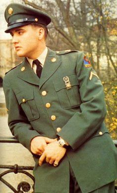 Elvis in a military uniform?