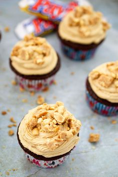 Pay Day Cupcakes. Just like the original candy bar. Caramel and salted peanut butter frosting topped with payday crumbles all on top of a chocolate cupcake. /Chef Savvy #dessert #recipe #cupcake