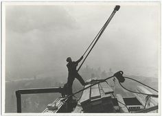 24 Jaw-Dropping Photos Of The Construction Of The Empire State Building http://www.buzzfeed.com/andrewkaczynski/photos-from-the-construction-of-the-empire-state