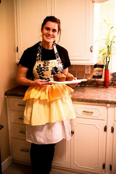 DIY apron tutorial - wish someone would make this for me because I know I can't!!