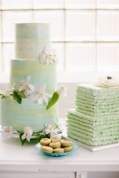 Monet inspired wedding cakes: http://www.stylemepretty.com/illinois-weddings/chicago/2014/10/22/monets-water-lily-bridal-inspiration/   Photography: Katie Kett - http://www.katiekettphotography.com/