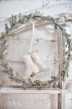 ~ tiny ice skate ornaments (I want to make some like these out of paper mache this Christmas)