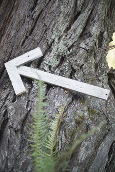 diy wooden arrows to point guests in the right direction #weddingsigns #diy #weddingchicks http://www.weddingchicks.com/2014/02/26/fun-and-feisty-forest-wedding/