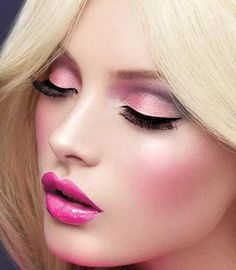 Barbie, a la MAC Cosmetics
