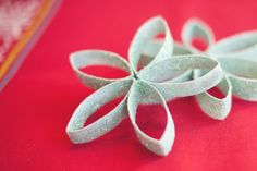 Christmas Decor: Toilet Paper Roll Snowflakes... lol we all have plenty of those left over at the end of a month