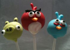 Bakerella via Krista has created the ANGRY bird...and piggies...that my son has always dreamed I could create. Oh if I could only learn how to work my oven... bird parti, birthday parties, bird cake, bird party, cake pops, eat, cakepop, birds, angri bird