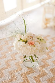 Lovely blush and ivory floral centerpiece + gold and ivory Chevron table linen #wedding #decor