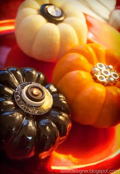 Super cute ideas for decorating pumkins on this site!!  Lurve it!