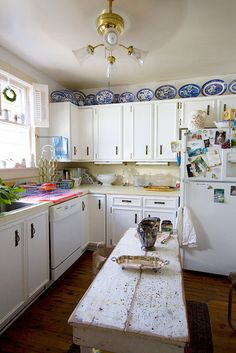 rustic island, blue kitchens, willow plate, nice cabinet, nice island, kitchen islands, plate display, kitchen cabinets, blue willow