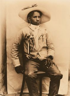 Portrait of a Female Soldier from Michoacan/Retrato de una soldadera de Michoacan, 1910