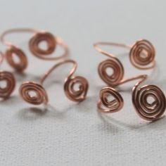 Learn how to make wire jewelry with these Amazingly Adjustable Wire Rings. Simple and fun, this written and video tutorial show you how to make intricate looking wire rings that are adjustable, so they will fit any finger.