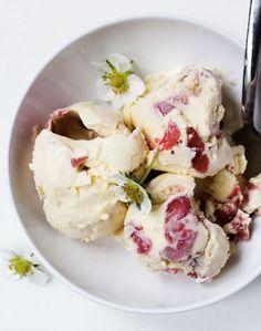 strawberry sour cream ice cream
