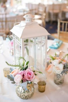 love this lantern centerpiece! Simple and gorgeous