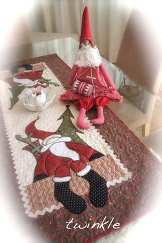 TWINKLE PATCHWORK resize & make one Santa for a tabletop stand.