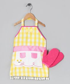 Perfect for tiny sous chefs who like to taste test and help out in the kitchen, this Lalaloopsy apron and oven mitt set protects little fingers and keeps clothes clean. Includes apron and two oven mitts100% polyesterHand washImported