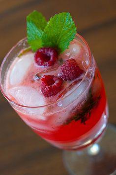 Raspberry Mojitos - Easy recipe - So refreshing! Having these tonight!