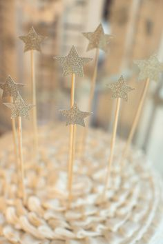 Glittery star cake toppers {adorable}