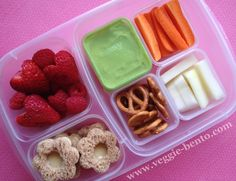 Mini-Dippers lunch and review. Love them! #EasyLunchBoxes #MiniDippers #bento #vegetarian