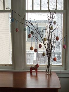 love this simple easter tree.