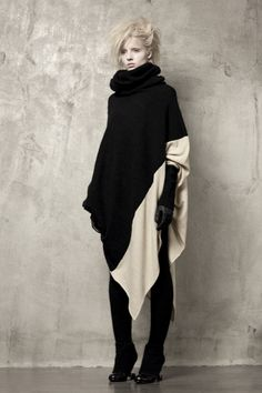 Uma-Wang-Knitwear-jersey-wool-stone-black-sweater-intarsia-inspiration.jpg 533×800 pixels