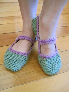 Free crochet slipper pattern.