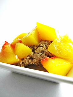 raw food recipe peach cobbler..this is so yummy and only 5 simple ingredients :)
