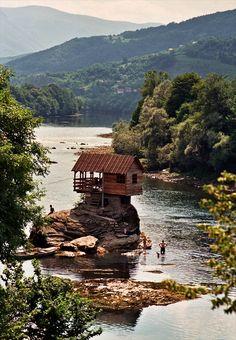 HouseByTheRiver summer hous, lake houses, dream cabin, tiny houses, tree houses, rock, place, tiny cabins, river