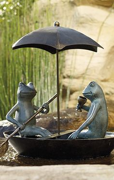 Garden Decor Frog Statue, don't know why I like this so much, but I do, it's just so cute