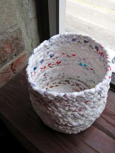 Woven basket from plastic shopping bags