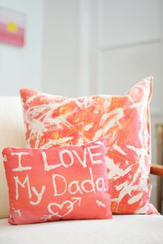 In love with these fabric resist art pillows. Fun activity for kids and beautiful gift to give