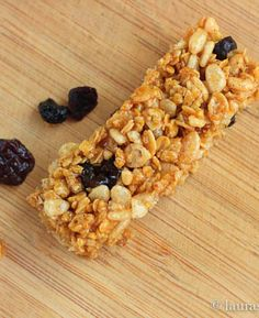 Homemade Quaker Chewy Granola Bars!! Repin this recipe to make with the kids!!! |laurassweetspot.com