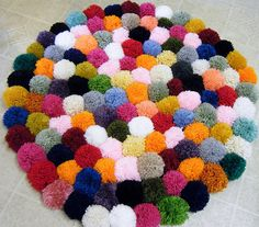 Round Pom Pom rug I think I'm going to do one of these for my dorm in green and gold.