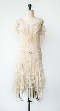 VINTAGE 1920S CREAM LACE FLAPPER DRESS