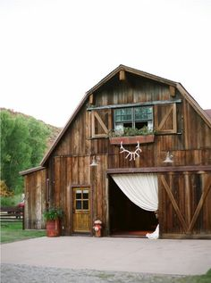 i just want to get married in a barn...