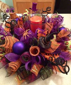 Happy Halloween #decomesh centerpiece! Visit www.creative-twists.com