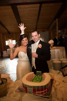 This #Baylor Stadium cake has been erroneously making its way around the web as #RGIII's grooms cake. It's not his; it's from the April 6, 2013, wedding of #Baylor alums Tommy Wright, BBA '11, and Lindsey Blanchette, BBA '10 (pictured). #SicEm