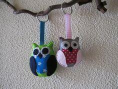 Owl keychain, handmade with wool felt and cotton fabric