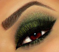Green eye makeup #eyeshadow #smoky #smokey #eye #makeup #eyes #dark #dramatic