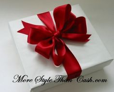 HOW To MAKE a FLORIST BOW to dress up a plant, add to a Christmas decoration or tie up a gift.