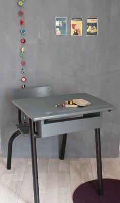 bureau d'école enfant gris