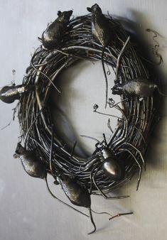 halloween-wreath-rats-spiders #halloween #rats #wreath #crafts #DIY